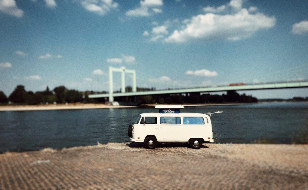 VW T2 Camper Bulli am Rhein, Köln